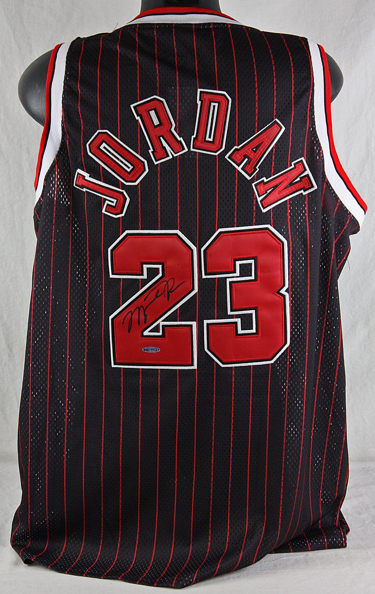 info for eabc0 ffadc Lot Detail - Michael Jordan Signed 1995-96 Chicago Bulls Red ...