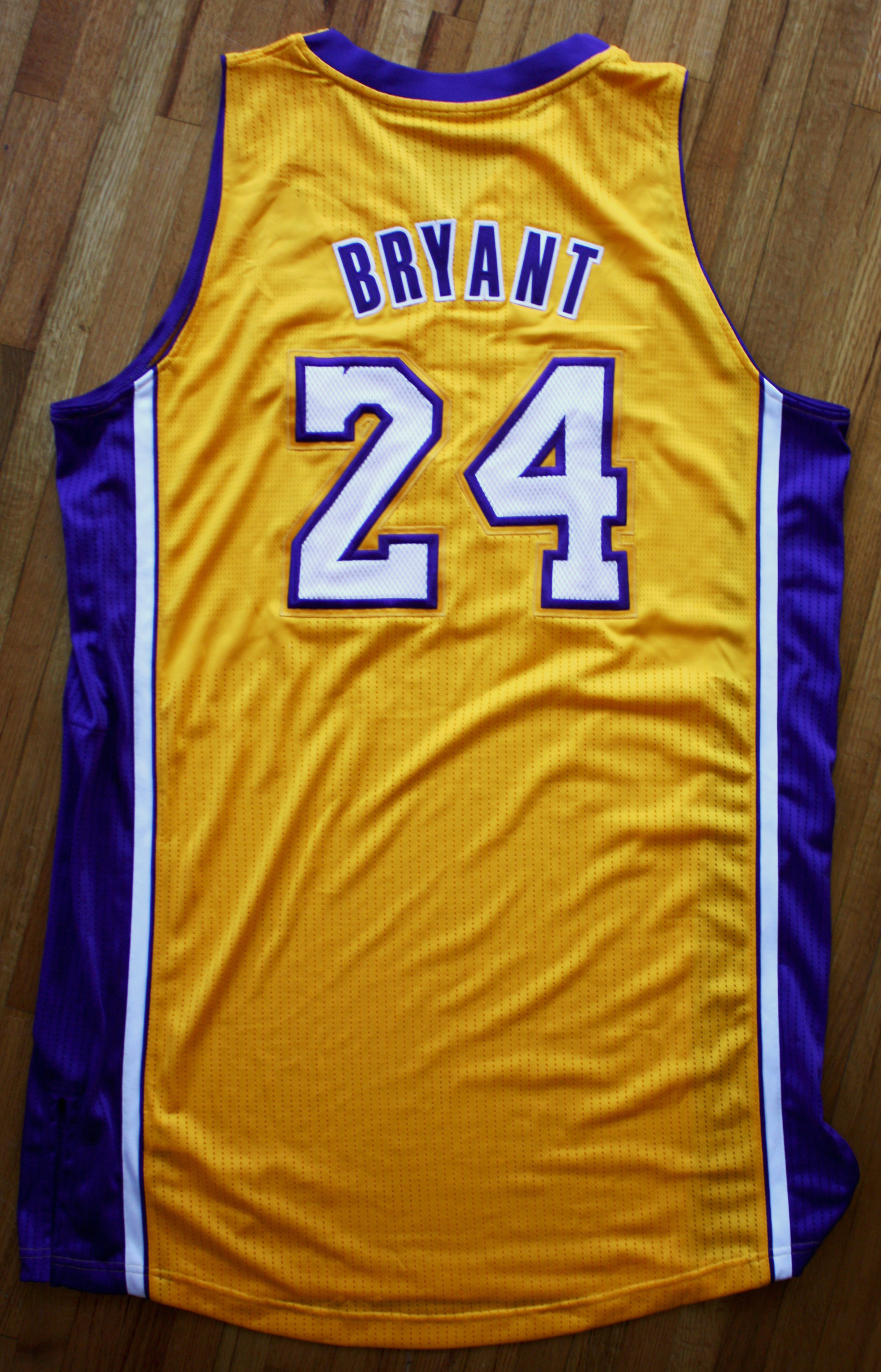Lot Detail - 2013-14 Kobe Bryant Team Issued and Signed Lakers