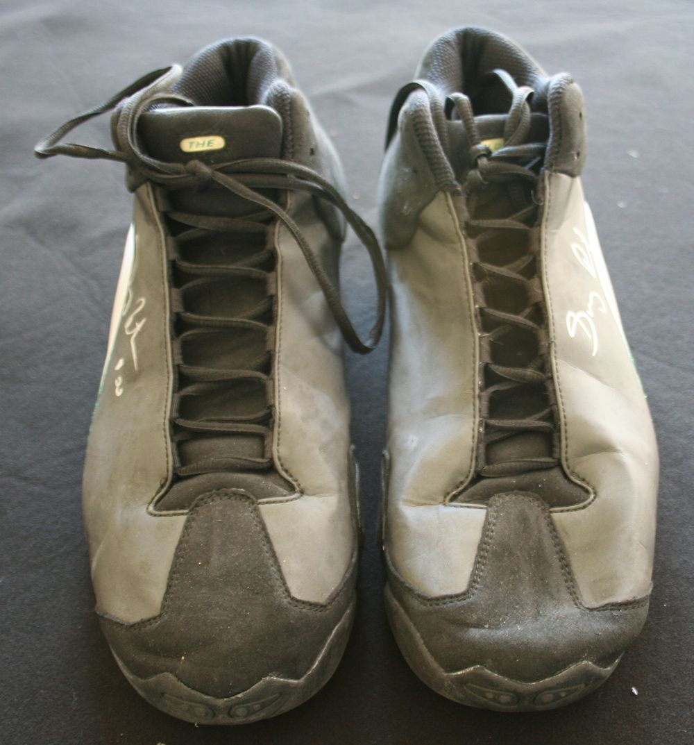 57720bb5a9b ... c.1999-2000 Gary Payton Game Worn   Signed Personal Model Basketball  Sneakers (