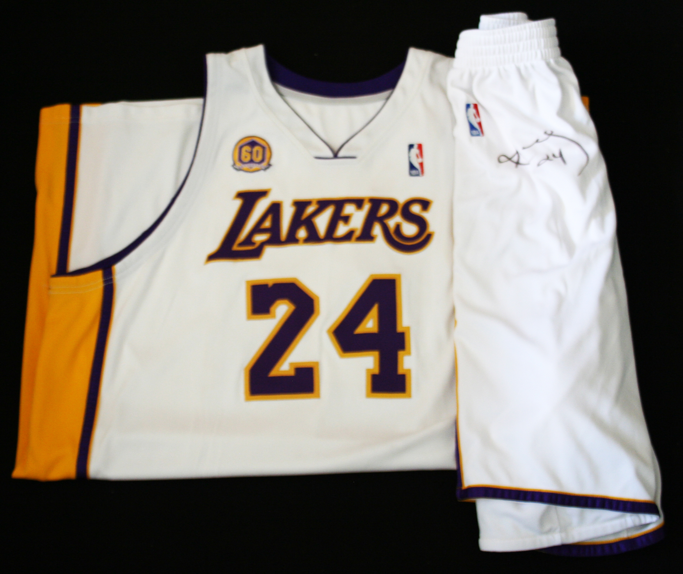 22681be9384 ... 2007-08 Los Angeles Lakers Complete Starting Lineup Game Worn Jersey    Short Set ...