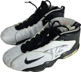 Tim Duncan Game Used & Signed 1999 NBA Finals/Playoff Spurs Sneakers (JSA)