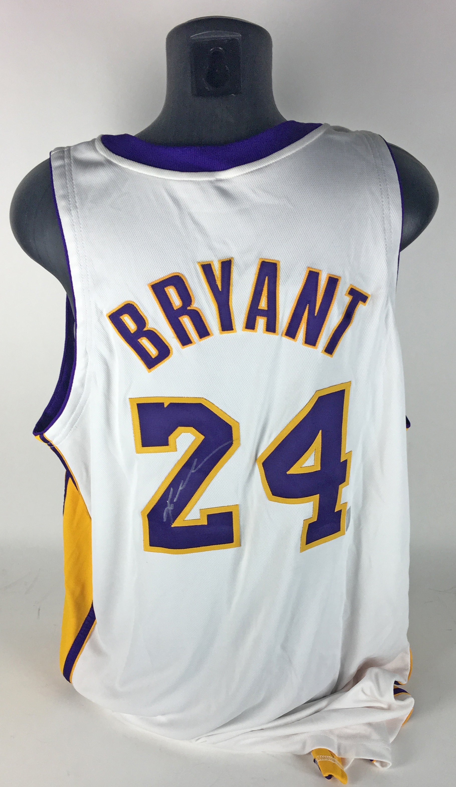 d56e0730dde ... Kobe Bryant Game Used Worn   Signed 2007 08 Los Angeles Lakers Jersey  ...
